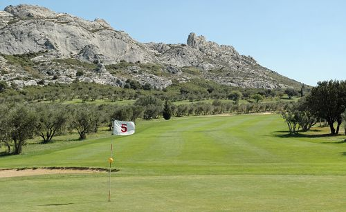 Hotel val baussenc 3 toiles en provence france for Golf du bic forfait