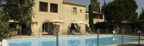 Piscine chauffée à l'hôtel Val Baussenc, trois étoiles Relais du Silence en Provence