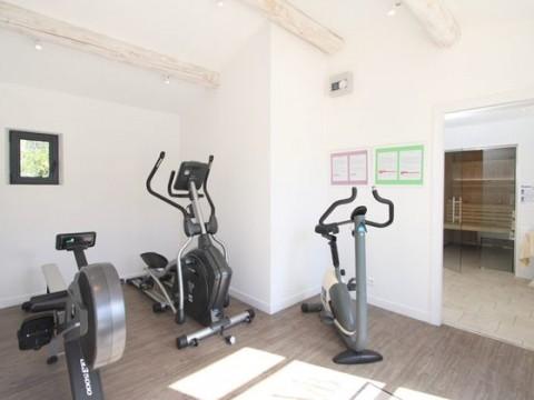 Pour votre bien-être, notre espace fitness et la piscine sont gratuitement à votre disposition. Découvrez les activités sportives accessibles depuis l'hôtel
