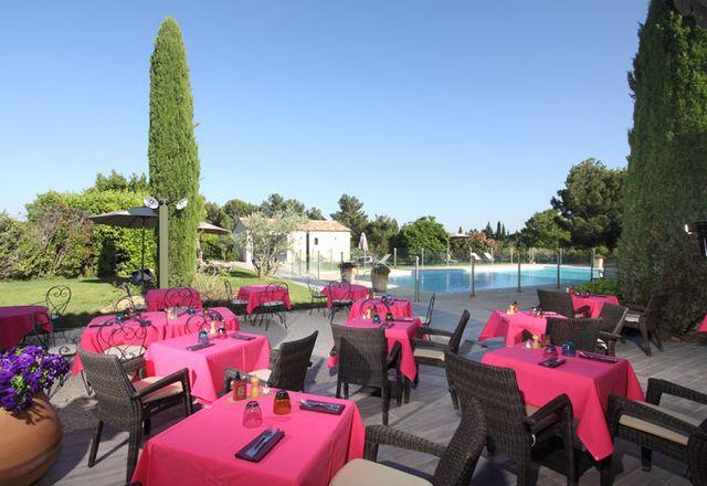 Val Baussenc, restaurant de spécialités locales et provençales. Les saveurs de la Provence s'invitent en terrasse ou dans le restaurant