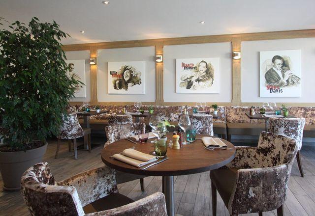 ...ou au restaurant, climatisé et calme