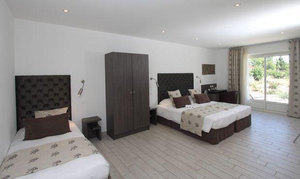 Val Baussenc, hôtel The Originals, 3 étoiles en Provence, chambres climatisées accessibles aux personnes à mobilité réduite (PMR)