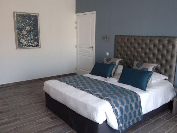Chambre PMR à l'hôtel Val Baussenc, 3 étoiles The Originals, en Provence