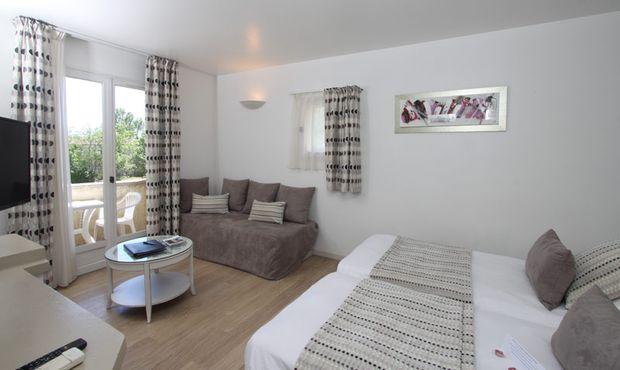 Val Baussenc, hôtel The Originals, 3 étoiles en Provence, chambres climatisées avec terrasse ou loggia